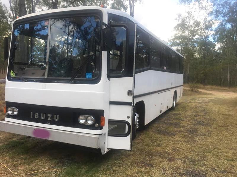 isuzu bus front